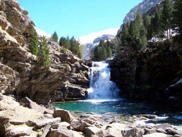 En Fiscal, podrá contemplar cascadas naturales