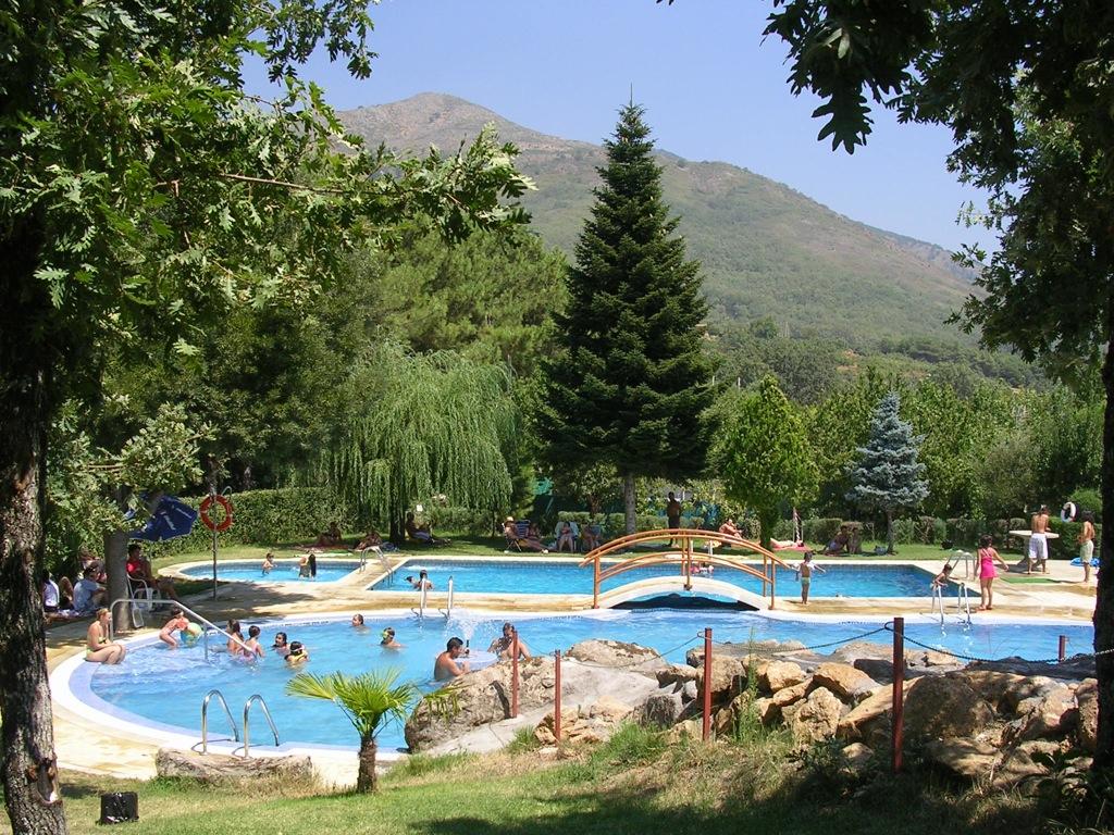 Escapadas llenas de encanto a extremadura for Camping en leon con bungalows y piscina