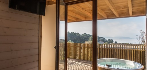 For the romantics… Cabins with hydromassage bath!