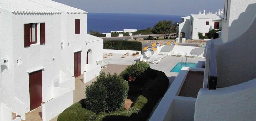 Disfruta de las vistas al mar desde los apartamentos Sa Cala.