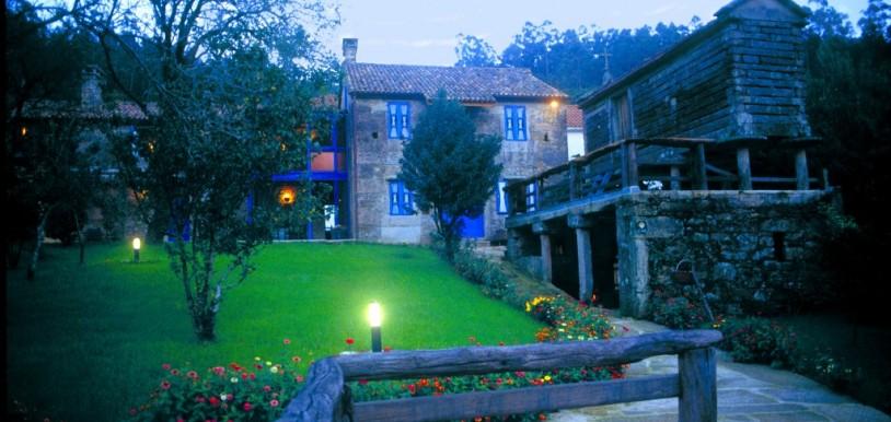 La preciosa casa Perfeuto María de noche
