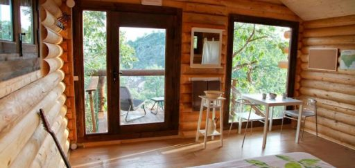 Seven reasons to sleep in a hut in the tree
