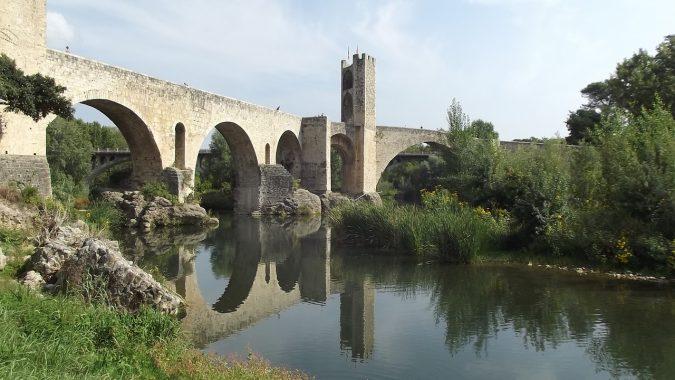 besalu-cataluna-pueblo-encanto-rural-puente-naturaleza